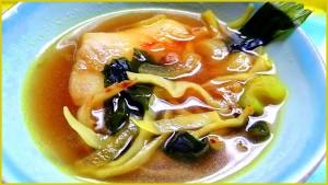 Fischsuppe mit Algen und Safran