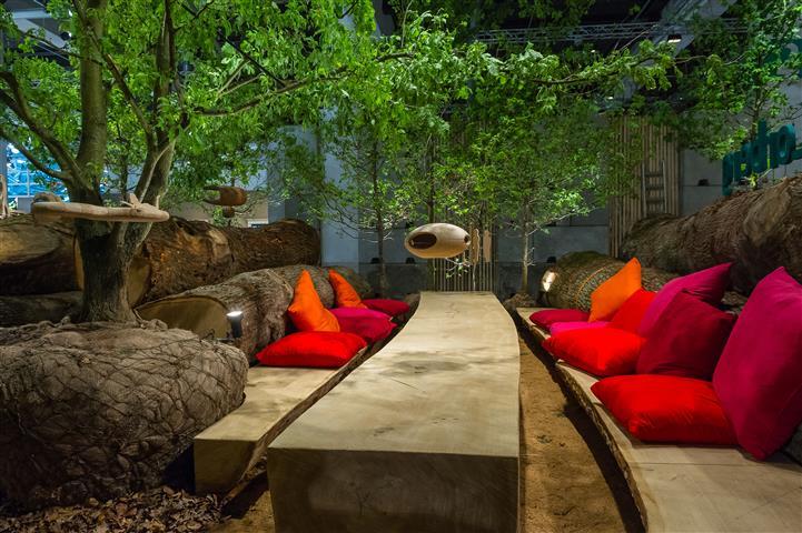 aussenk che und sitzplatz mit viel holz hannas t chter. Black Bedroom Furniture Sets. Home Design Ideas