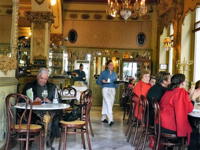 Im historischen Cafe Royality in Cadiz