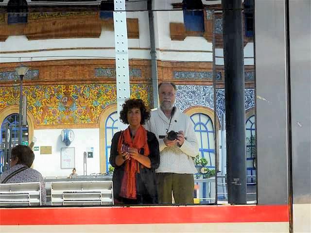 Ankunft mit der Bahn in Jerez im gekachelten alten Bahnhof