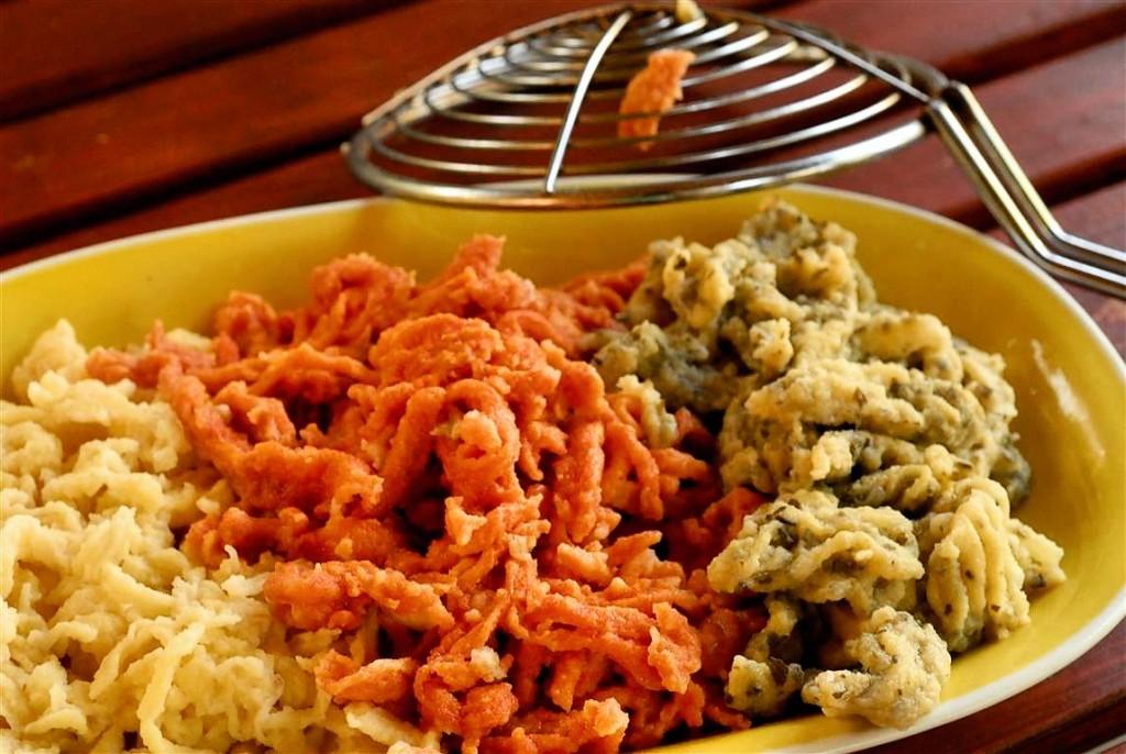 Spätzle, Brennessel, vegetarisch, Kräuter, Spätzle selber schaben, DiY, Teigwaren, Dinkelvollkornmehl, schwäbische, Pasta
