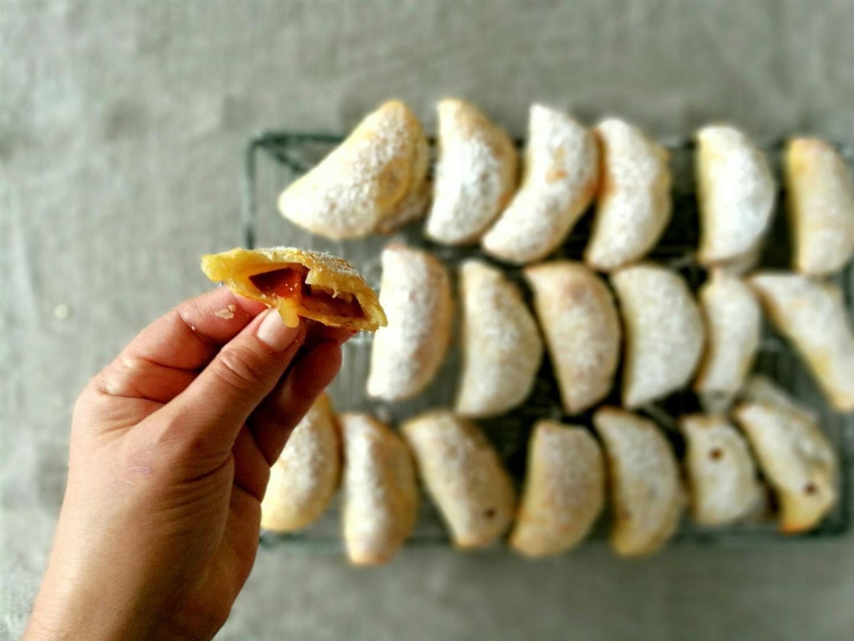 La dolce mezzelunes aus schnellem Dinkelblätterteig